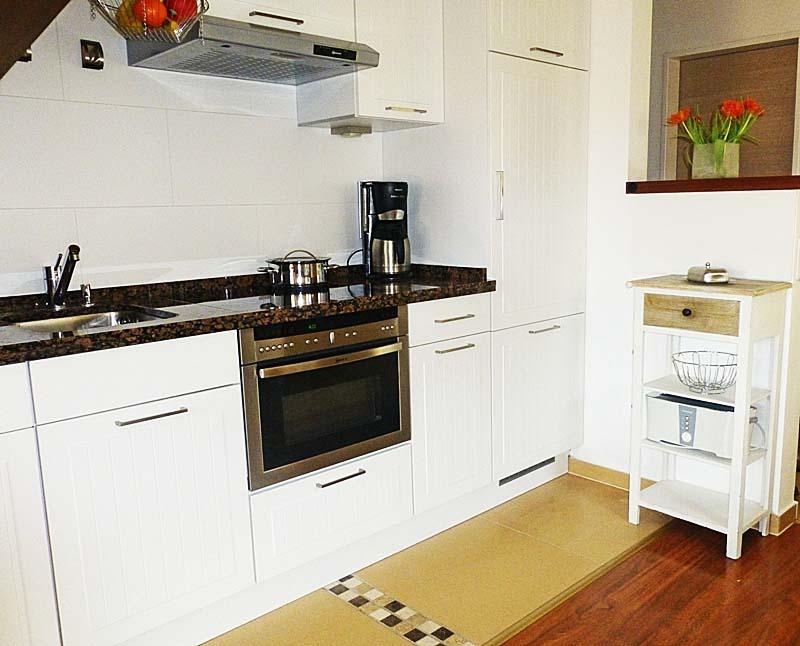 Moderne Komplettküche mit Essplatz für 5 Personen www.sylter-deichwiesen.de